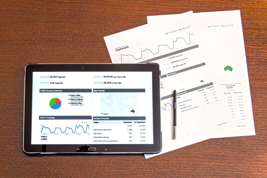 Tablet ejecutando plataforma google analytics