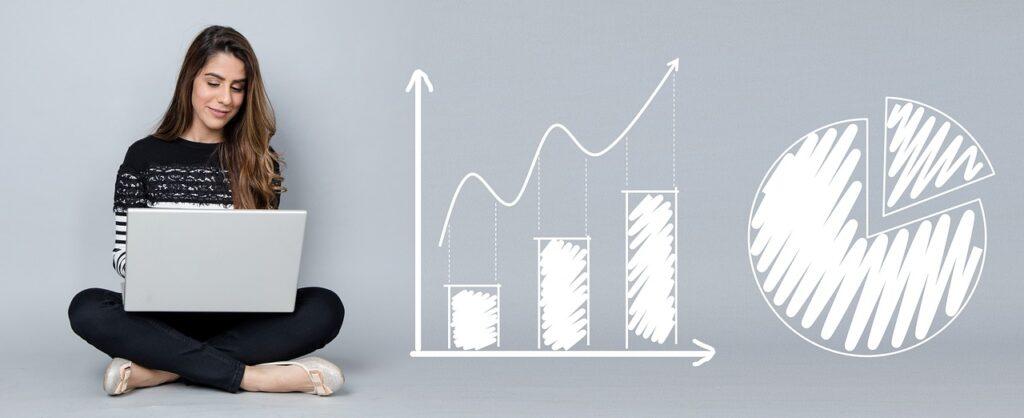 mujer emprendedora optimizando su embudo de ventas